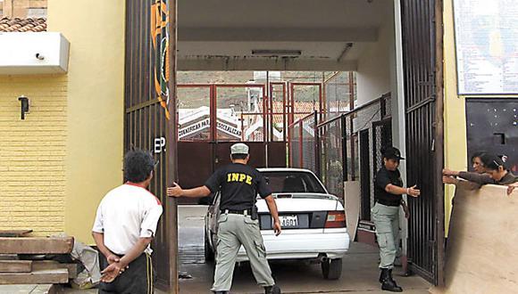 Trabajador del Inpe intentó ingresar un celular dentro de su zapato al penal de Potracancha, en Huánuco. (Foto: referencial)