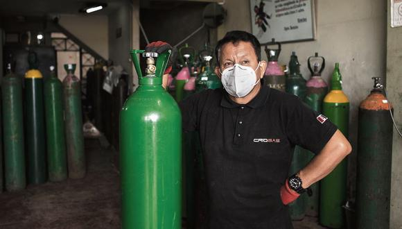 Luis Barsallo, un vendedor de oxígeno del Callao, sorprendió al país cuando se rehusó a subir los precios de sus balones pese a la alta demanda. (Joel Alonzo / GEC)