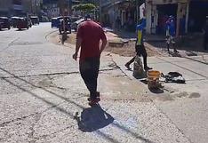 Venezolanos parchan calles de Tingo María a cambio de monedas, en la región Huánuco