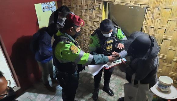 Clausuran cantina clandestina en Puno