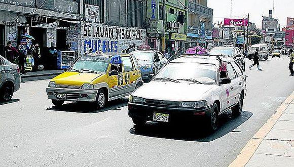 Más de 1,500 venezolanos trabajan en líneas de colectivo