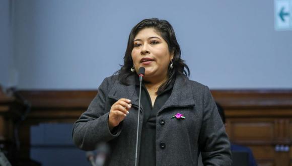 La nueva ministra de Trabajo y Promoción del Empleo, Betssy Chávez, llegó hasta Tacna para participar, junto a inspectores de la Sunafil, de la verificación de condiciones laborales en la obra de construcción de la sede del Gobierno Regional de Tacna. (Foto: Congreso)