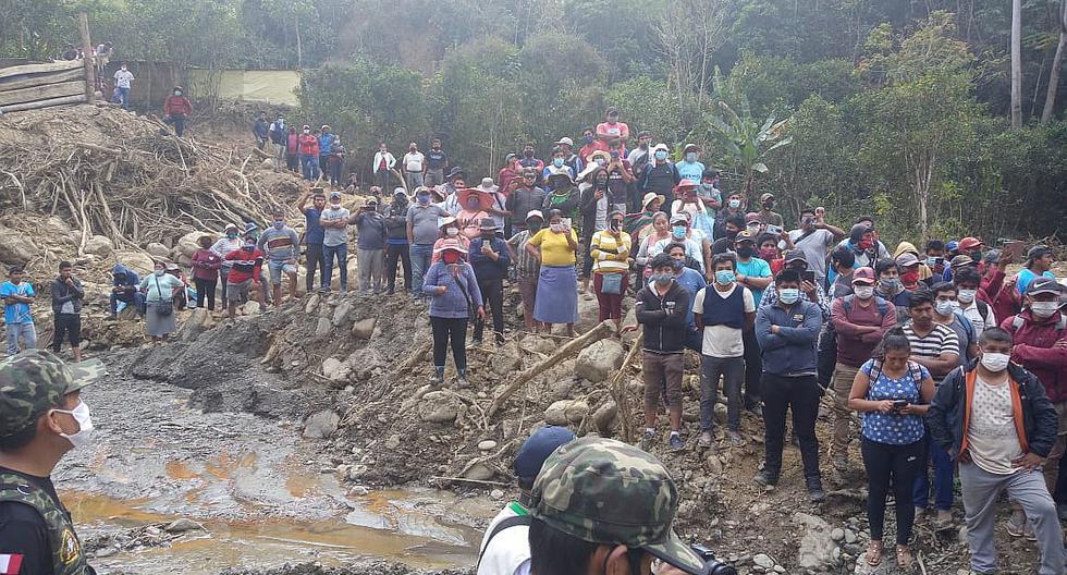 Mineros informales rodean a las autoridades en río Tambopata (FOTOS)