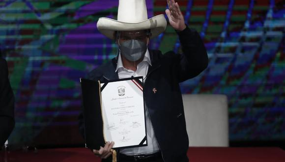 En un contacto previo a su proclamación, el alcalde de Huamanga visitó al presidente electo y se ratificó en su compromiso   (Foto: César Campos Medina / @photo.gec)