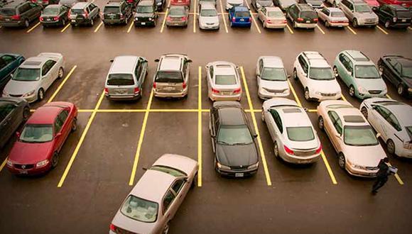 """Este truco para estacionar se ha vuelto viral en TikTok porque clama que """"lo hemos estado haciendo mal"""" (Foto: CLA)"""