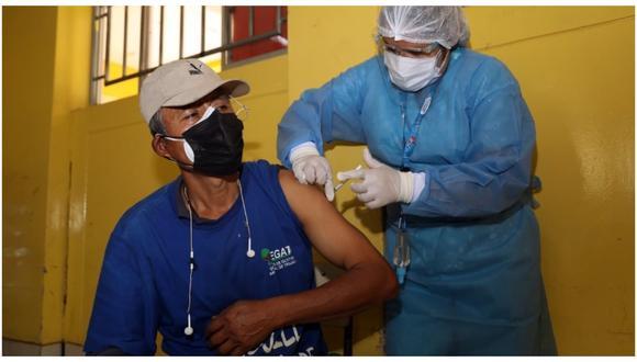Trabajadores de seguridad ciudadana y  del Servicio de Gestión Ambiental de Trujillo fueron inmunizados.