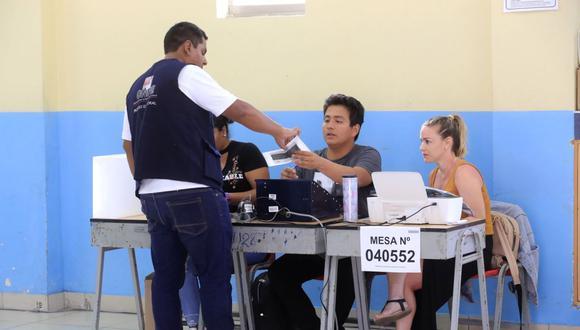 La ONPE considera motivos específicos para admitir a trámite una excusa para que un ciudadano no ejerza su labor de miembro de mesa en las elecciones del 11 de abril. (Foto: Andina)