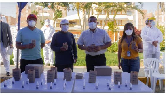Alcalde de Trujillo, José Ruiz, realizó la entrega y también trasladaron el consultorio rodante de la comuna provincial al mencionado balneario. (Foto: MPT)
