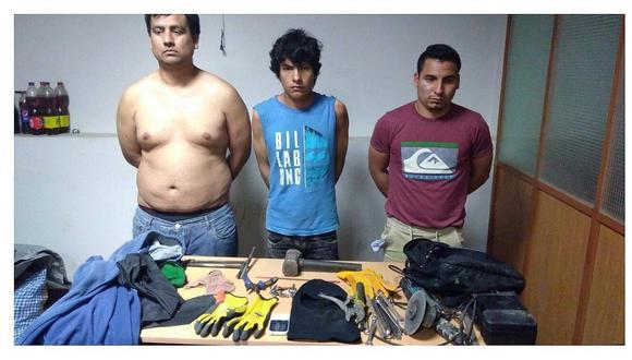 Tres caen tras intentar robar farmacia y cajero Global Net