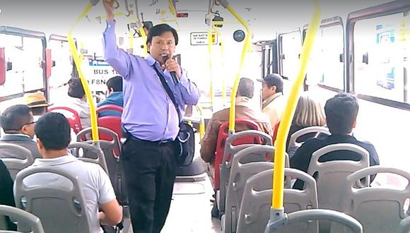 Profesor dicta clases en los buses sobre la historia del Perú [VÍDEO]