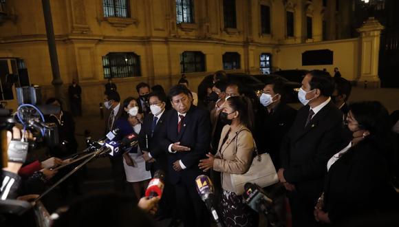 Días atrás los congresistas de Perú Libre, con Waldemar Cerrón a la cabeza, acudieron a Palacio de Gobierno. A su salida, calificaron como una traición los cambios en el gabinete (Foto: Hugo Pérez/Grupo El Comercio)