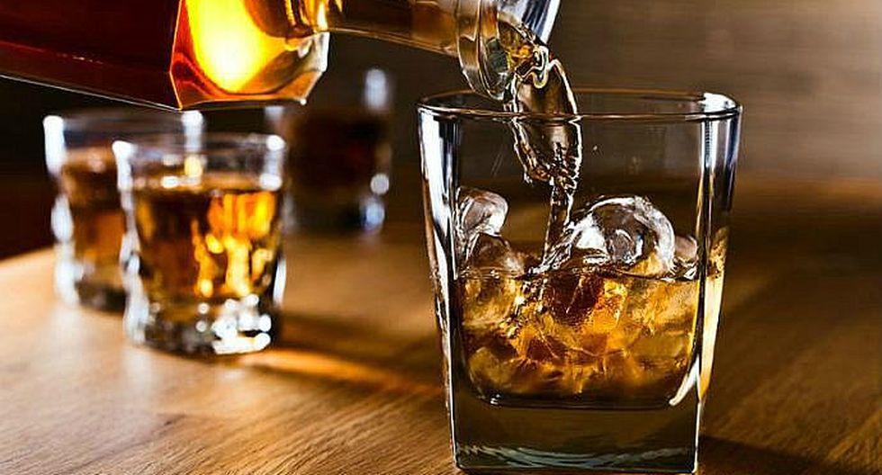 El 42% de las personas que beben ron o whisky se sienten más sexys, según estudio