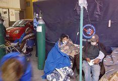 Tratan a pacientes con coronavirus en el patio del hospital por falta de camas