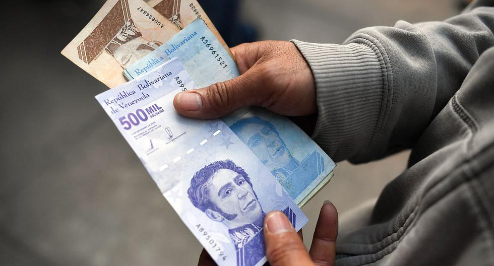 El gobierno de Nicolás Maduro, golpeado por sanciones internacionales, lideradas por Estados Unidos, que lo desconoce y promueve su salida, había dejado de anunciar los aumentos al salario con bombos como en la era de su predecesor Hugo Chávez. (AFP).