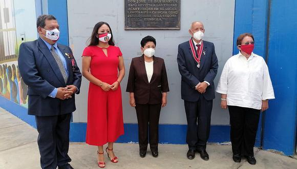 Comisión del Bicentenario reveló placa en colegio de Sunampe