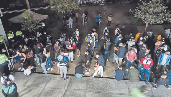 Hombres y mujeres bailaban y consumían licor en tres discotecas, dos de ellas en Trujillo, y la otra en el distrito de El Porvenir.