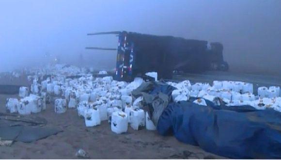 Cierran Pasamayo por volcadura de camión que transportaba ácido fosfórico (FOTOS)