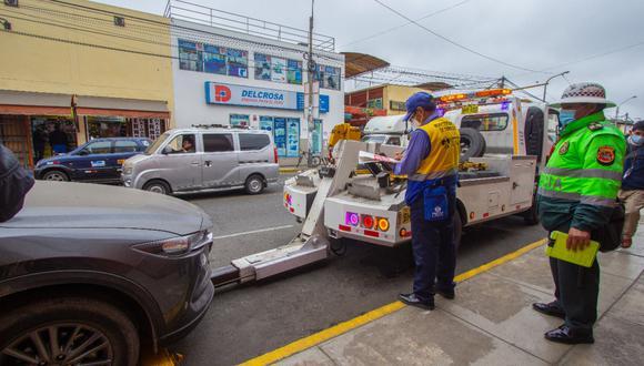 Unos 550 vehículos que estaban abandonados o mal estacionados en el Cercado de Lima fueron llevados al depósito. (Foto: Municipalidad de Lima)