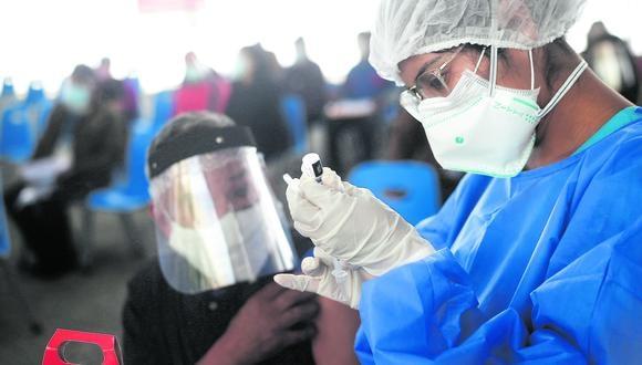 El Ministerio de Salud desarrolla actualmente una campaña de vacunación contra el COVID-19. (Foto: GEC)