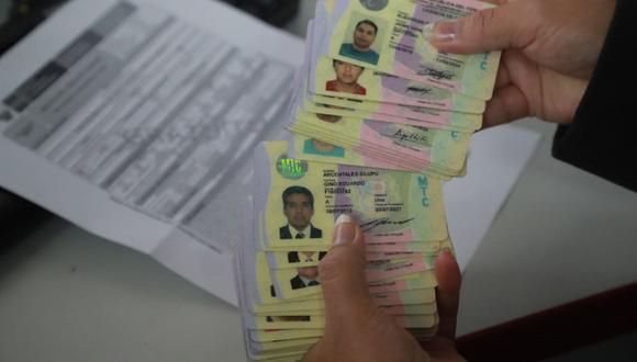 Te explicamos qué sucede si tramitas tu licencia de conducir electrónica y física al mismo tiempo. Foto: Andina