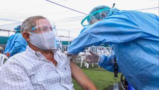 Adultos mayores de 65 años serán vacunados contra el coronavirus desde el viernes 21