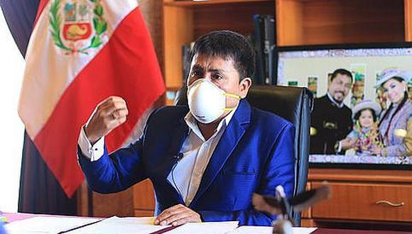 Abraza la polémica, una vez más. El gobernador regional de Arequipa, Elmer Cáceres Llica, propuso comprar dosis de la vacuna rusa, la Sputnik V, y distribuirlas en carritos de helados en las zonas altoandinas.