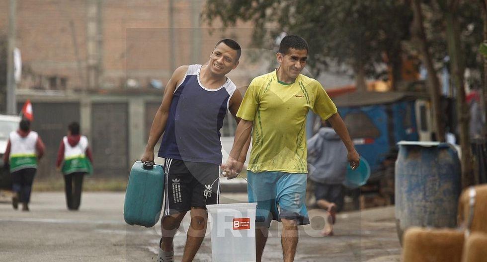 El Agustino: Vecinos continúan abasteciéndose de agua en segundo día de corte (VIDEO)