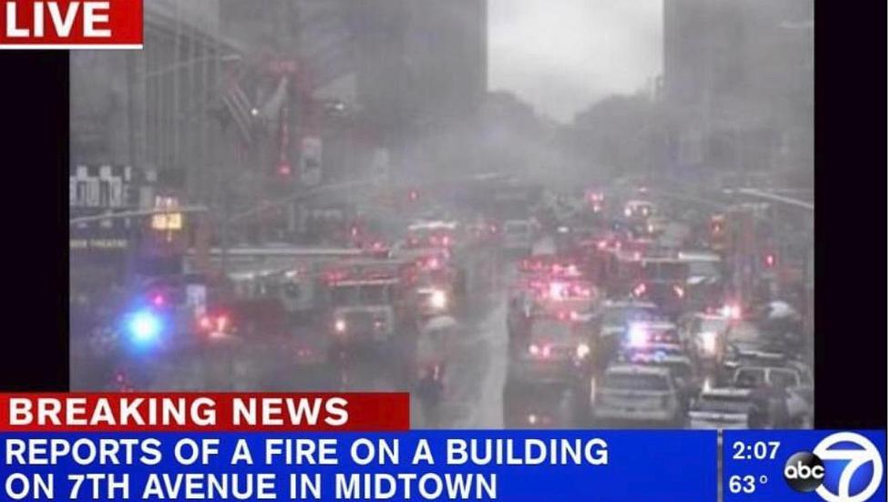 EN VIVO Estados Unidos: Helicóptero se estrella contra edificio de 54 pisos en Manhattan (VIDEO)