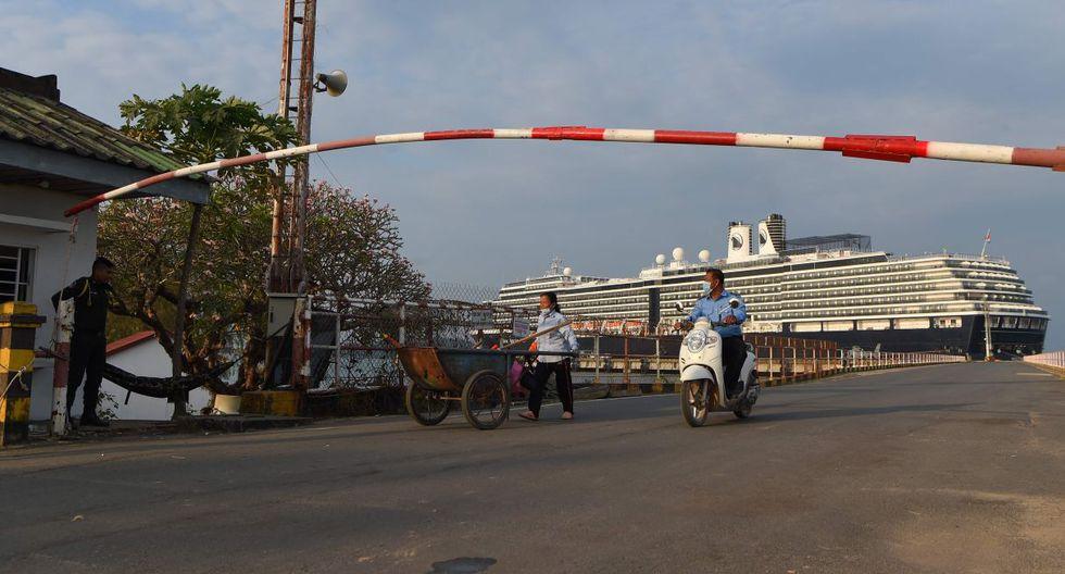 El primer ministro camboyano, Hun Sen, dijo durante un discurso que este martes partirán desde el país tres vuelos (con destino a Dubai, Japón y un país del Sudeste Asiático que no precisó) con parte de los pasajeros que ya desembarcaron. (AFP).