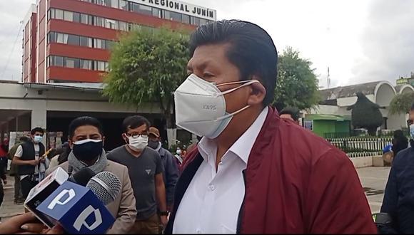 Waldemar Cerrón en rueda de prensa en el parque Huamanmarca