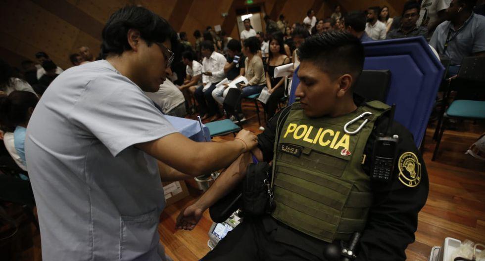 Largas colas para donar sangre en el instituto Nacional de salud del niño en San Borja y salida de la ministra de salud. Fotos : Mario Zapata Nieto /GEC
