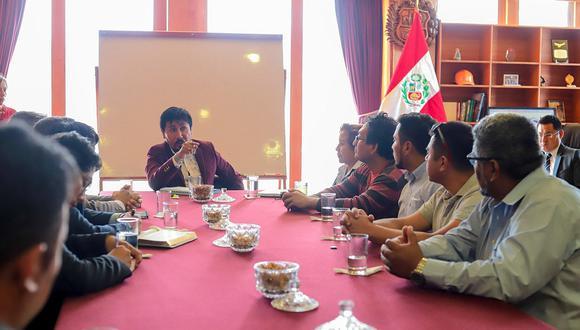 Gobernador de Arequipa intermediará por estudiantes de Alas Peruanas