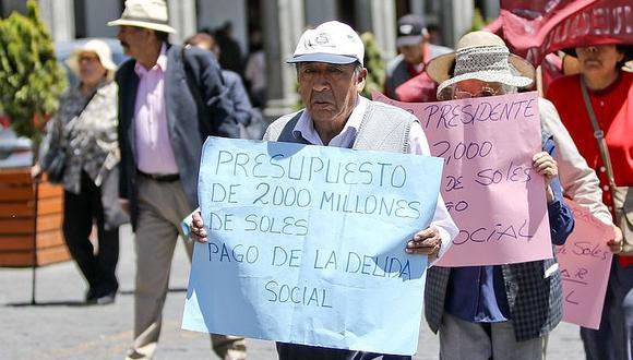 Jubilados varias veces protestaron para exigir pagos de la deuda social en Arequipa