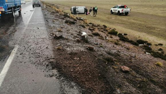 Conductor perdió control de la unidad. Llovizna habría influido en el accidente.