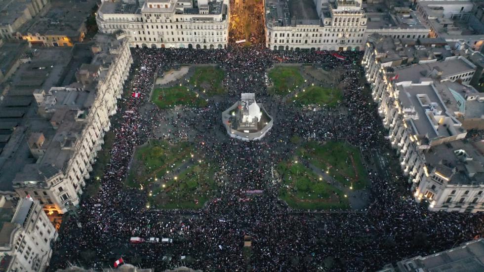 Ciudadanos participan en Marcha Nacional contra el Gobierno de Manuel Merino en las principales calles y plazas del país. (Foto: César Bueno/ @photo.gec)