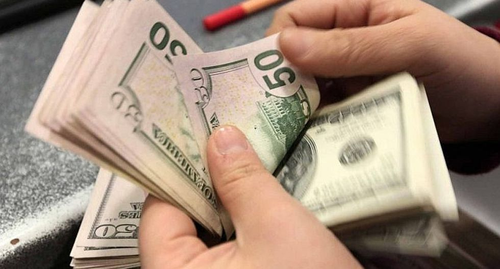 Dólar siguió cayendo hoy y cerró en S/ 3.211