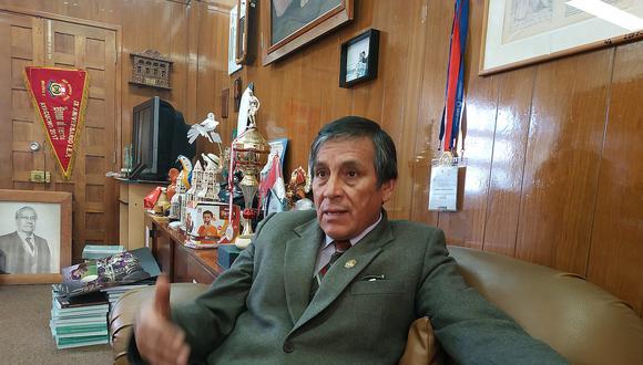 Lurquín Zambrano califica de 'ilegal' decisión de Asamblea Universitaria de aprobar su vacancia
