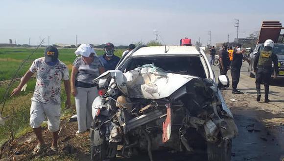 Lambayeque: la camioneta donde viajaban las víctimas mortales terminó impactando contra la parte trasera de un camión. (Foto: Difusión)