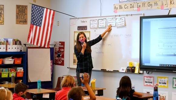 Una maestra dicta clases en el Freedom Preparatory Academy el 10 de septiembre de 2020 en Provo, Utah. (Foto: George Frey / AFP)