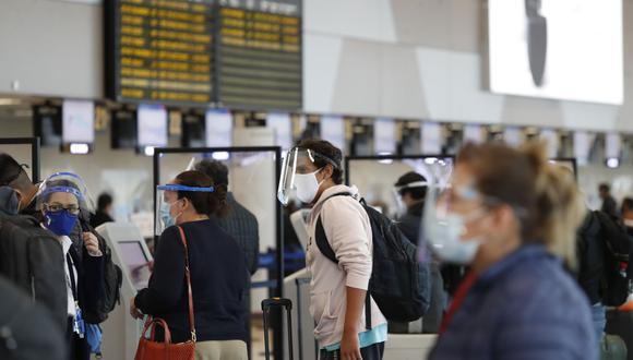 La prórroga de la suspensión en vuelos procedentes de Reino Unido, Sudáfrica y Brasil para proteger a los ciudadanos ante las nuevas variantes del COVID-19. Foto: Andina