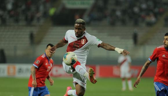Jefferson Farfán reclamó penal en el Perú vs Chile. Foto: Leandro Britto| GEC
