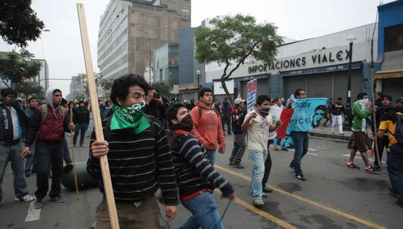 Estudiantes detenidos denuncian maltrato y niegan disturbios