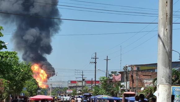 Se reporta incendio de grandes proporciones en la ciudad de Pucallpa,en Ucayali. (Foto: Twitter @edwardes220187)