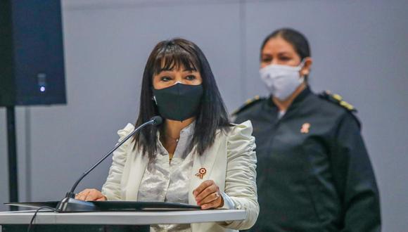 La primera ministra, Mirtha Vásquez, se refirió a la situación del titular del Interior, Luis Barranzuela. (Foto: Twitter Mirtha Vásquez)