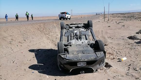 El auto Mazda de placa V0I-641 era manejado por Colque Nina quien tenía como acompañante Uber Cárdenas López. (Foto: Difusión)