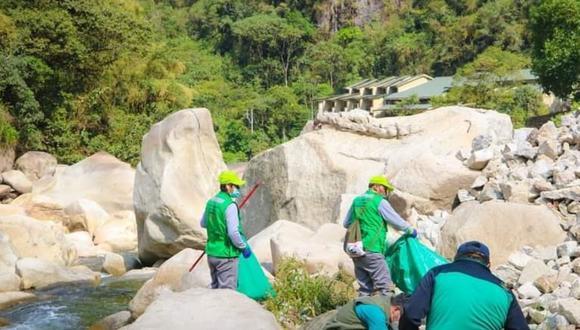 Realizan jornada de limpieza en parque arqueológico.