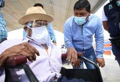 Padre 104 años y su hijo de 84 se vacunaron contra el COVID-19 en Ica