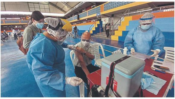 Adultos mayores de 80 años de Trujillo distrito y las provincias de Virú, Pacasmayo y Chepén asistieron a más de 30 puntos de vacunación para recibir primera dosis contra COVID-19. Campaña de vacunación continuará hoy y culminará mañana.