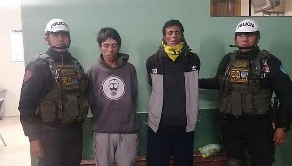 Detienen a dos colombianos por robar un celular