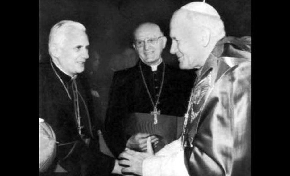 El Papa Francisco no aparece en foto de Juan Pablo II y Benedicto XVI